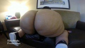 Bodacious ebony Bbw works her fat pussy